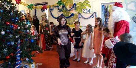 Карачаево-Черкесская республиканская организация профсоюза здравоохранения РФ подарила Новогодний праздник детям